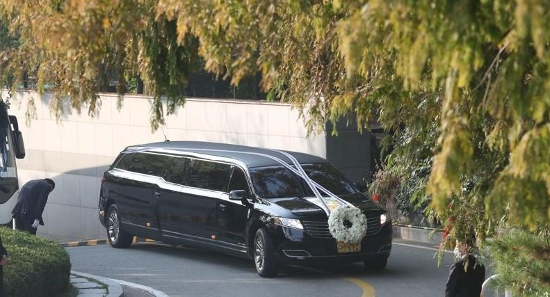 李健熙会長の告別式 サムスン社員らに最後の別れ