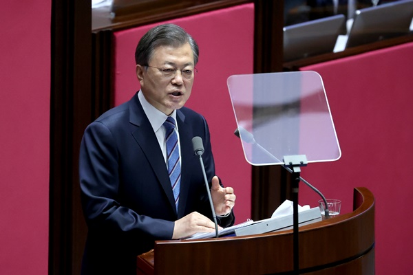 Moon Gives Budget Speech Urging Bipartisan Support to Revive S. Korean Economy