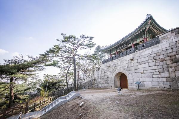 Permitirán acceder al monte posterior a Cheongwadae