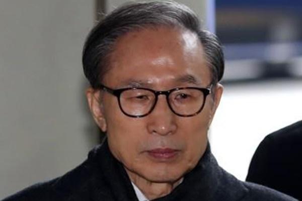 李明博元大統領、最高裁で懲役17年が確定 再び収監へ
