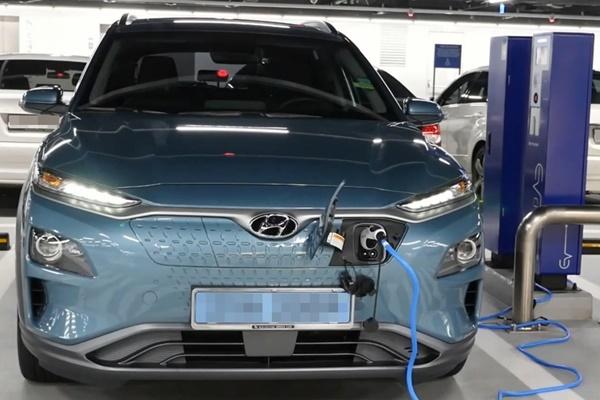 Giá xe ô tô điện sẽ giảm xuống khoảng 8.800 USD vào năm 2025