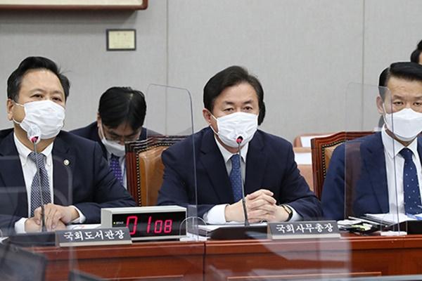 """국회 사무처 국감, """"출입기자 제도 점검"""" 지적 잇따라"""