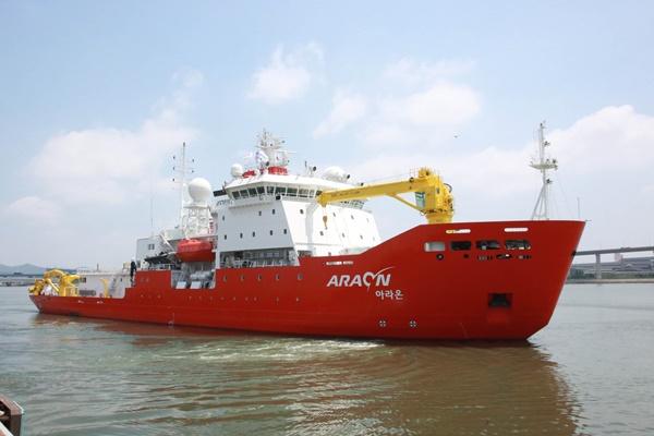 Départ du brise-glace Araon pour la base antarctique du roi Sejong
