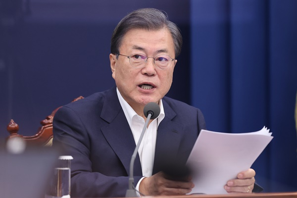 Pres. Moon Assures Public on Vaccine Supply