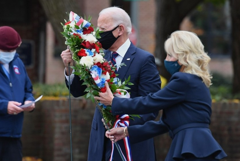 Biden Arrives in Washington, First Pays Tribute to COVID-19 Victims