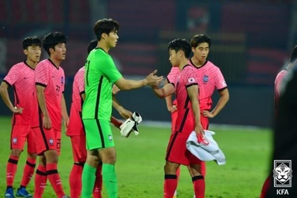 韩国奥队与埃及国奥队热身赛握手言和