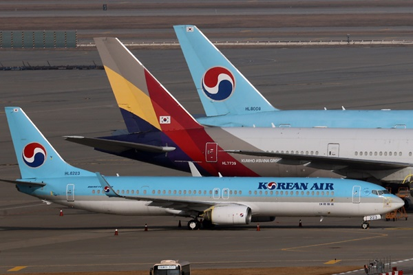 Korean Air to Buy Rival Asiana Airlines in 1.8 Trillion Won Deal