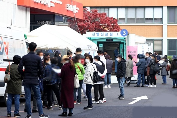 Số ca nhiễm COVID-19 mới tại Hàn Quốc ba ngày liên tiếp vượt mốc 200 ca