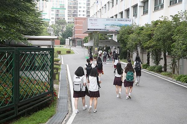 وزارة التعليم تخطط لزيادة أيام الحضور لطلاب المدارس