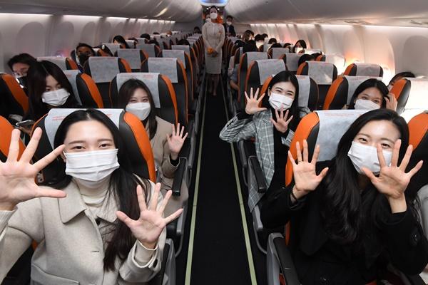 政府 海外の上空を旋回する遊覧飛行を許可 免税店利用も可能