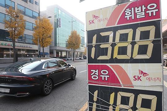 주유소 기름값 제자리걸음…휘발유 지난주보다 0.9원 내려