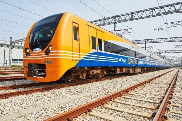 العدد المتراكم لمستخدمي خط سكك حديد المطار يتجاوز 700 مليون