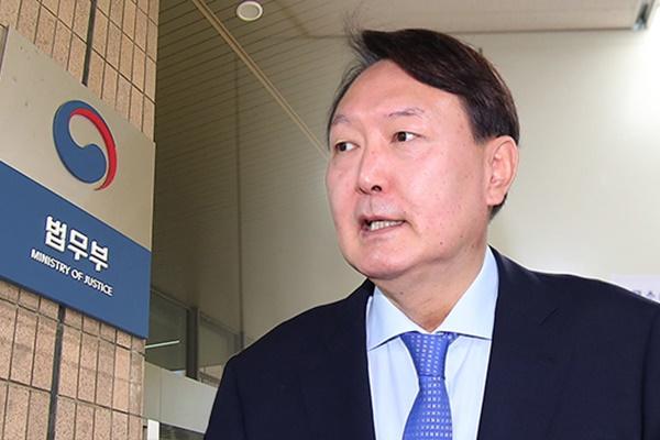 Chefankläger geht mit einstweiliger Verfügung gegen Suspendierung vor