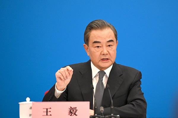 Wang Yi se reúne en Seúl con altos funcionarios y políticos surcoreanos