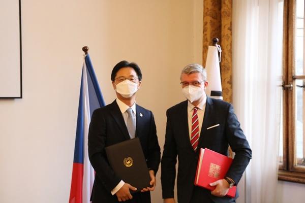 РК и Чехия подписали соглашение о воздушном сообщении