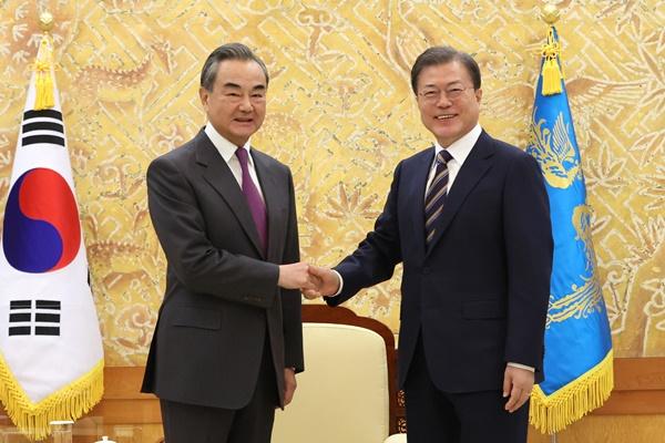文在寅接见王毅 称将同中国一道为实现北韩完全无核化作不懈努力
