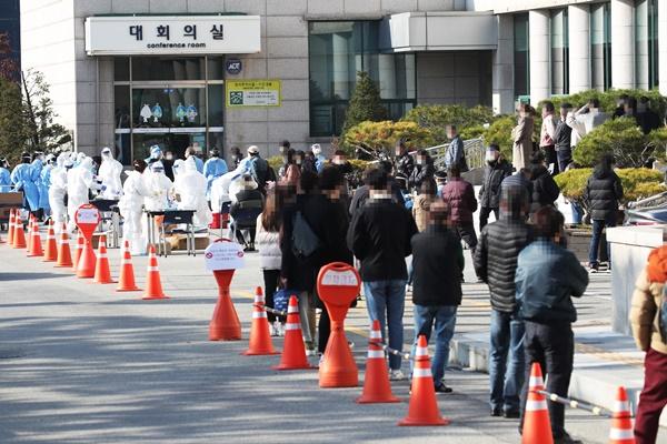 Corea supera los 500 casos de COVID-19 por primera vez desde marzo