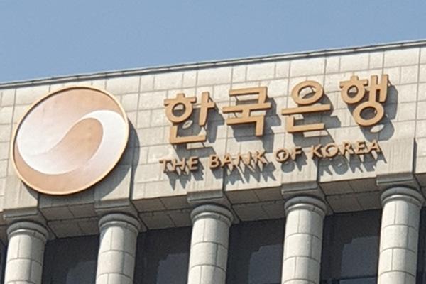 ことしの経済成長率-1.1%に上方修正 韓国銀行