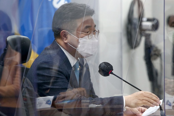 Ruling, Opposition Camps at Odds over Choo-Yoon Row