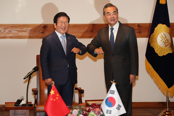 Chinese FM: Two Koreas are Owners of Korean Peninsula