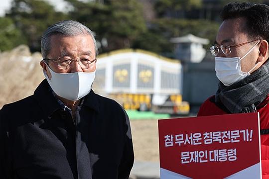 """김종인 """"윤석열 직무정지, 대통령 묵시적 허용 아닌가"""""""