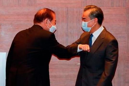 Peking: Außenminister spricht sich beim Treffen mit Moons Berater gegen neuen Kalten Krieg aus
