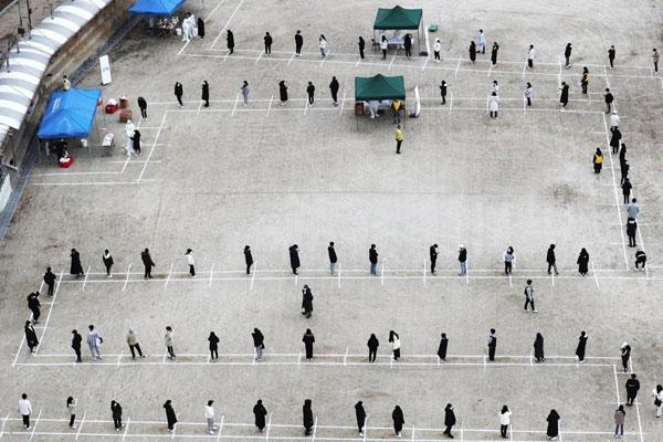 지난 한 주 일평균 400명 확진…정부, 29일 거리두기 격상 논의