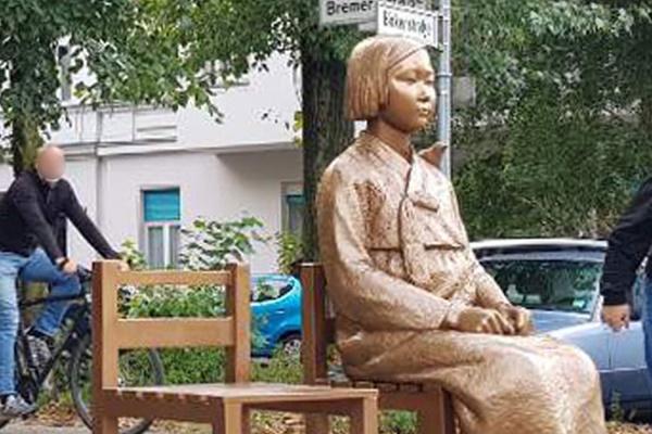 ベルリンの少女像、設置延長を可決 永続設置を議論へ