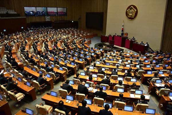 Parlament billigt umstrittene Änderung des Geheimdienstgesetzes