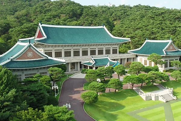 大統領府青瓦台「韓日関係の改善努力続ける」 国家安全保障会議常任委で