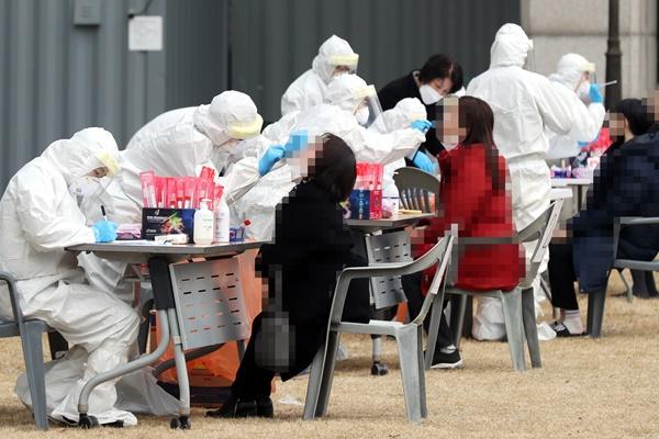 Dritten Tag in Folge fast 700 Corona-Neuinfektionen in Südkorea