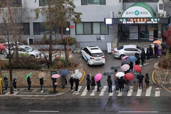 S. Korea Reports 374 New COVID-19 Cases