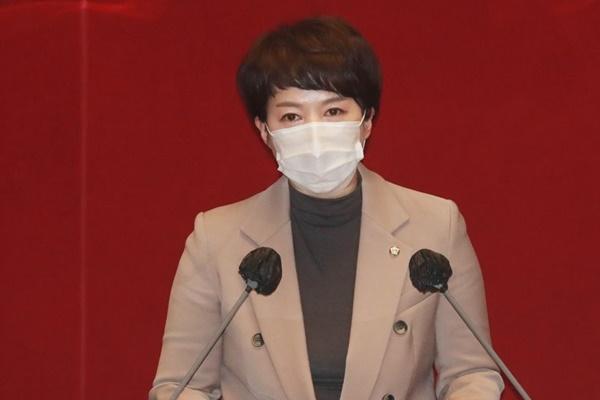 """문대통령 """"공수처로 권력기관 개혁 완성""""에 야당 """"김대중 정신 버려"""""""