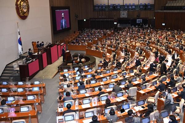 Quốc hội chấm dứt thảo luận không giới hạn thời gian, bắt đầu kỳ họp bất thường
