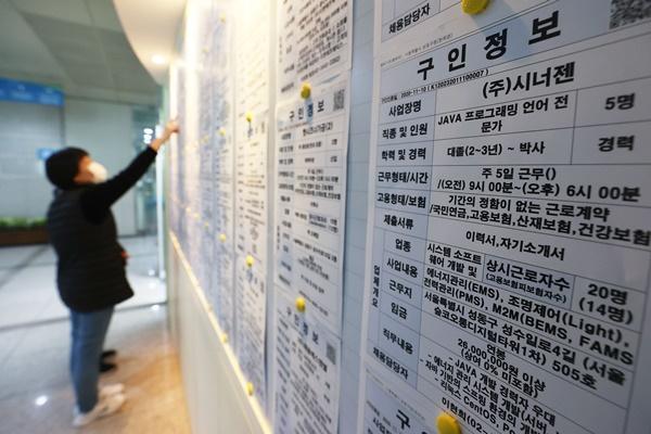 """11월 취업자 27만 명 하락 9개월째 감소…""""12월 더 악화 우려"""""""