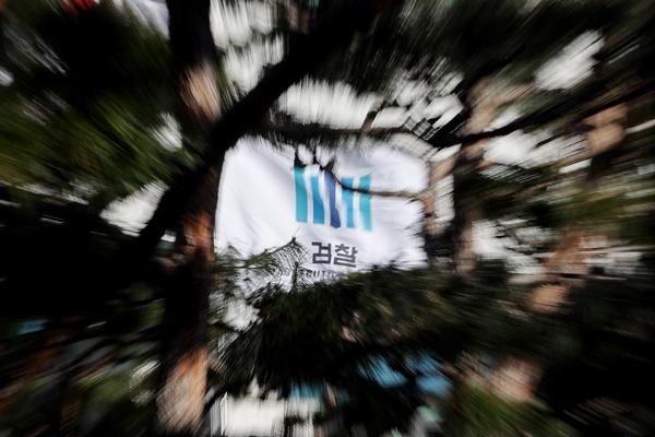 윤석열 검찰총장 정식 2개월…윤 총장 강력 반발