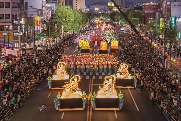 韓国の仏教行事「燃灯会」 ユネスコ無形文化遺産に登録決定