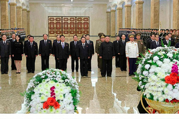 N. Korean Leader Visits Mausoleum to Mark Anniversary of Father's Death