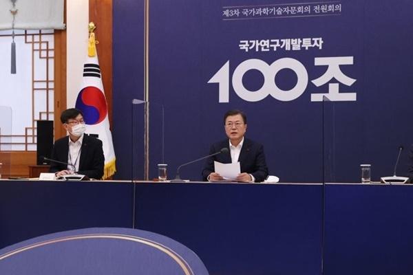 文大統領「来年は研究開発に100兆ウォン投じる」
