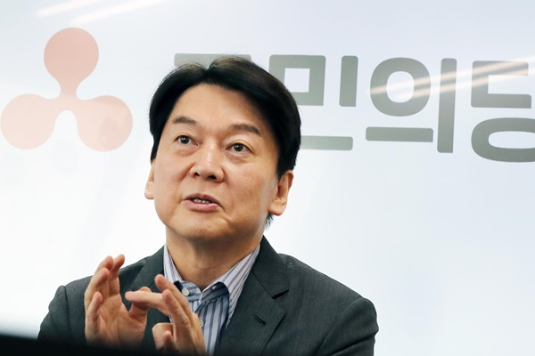 Survey: Ahn Would Beat Park in 2-Way Race for Seoul Mayor