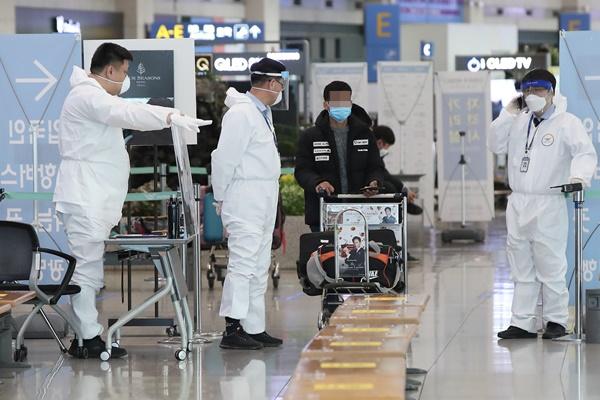 كوريا تضع الوافدين من جنوب إفريقيا في منشآت الحجر الصحي لمدة أسبوعين