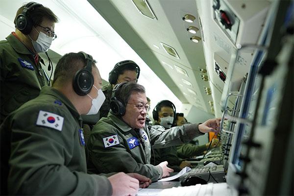 Hari Pertama Tahun 2021, Presiden Moon Berpatroli Udara di Semenanjung Korea