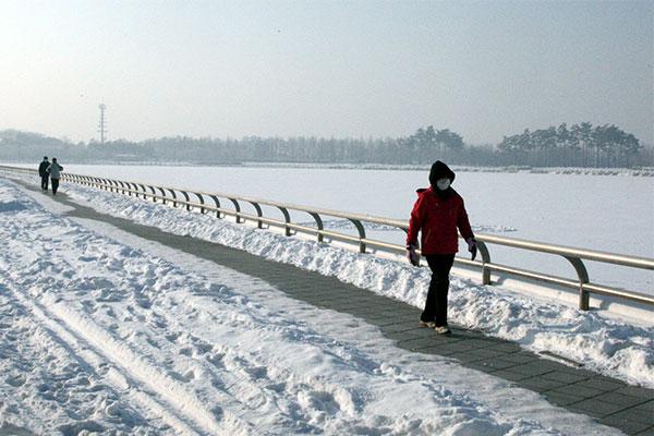 На юге Корейского полуострова продолжаются морозы