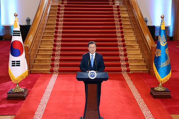 Presiden Moon Janjikan Vaksinasi COVID-19 Gratis untuk Seluruh Rakyat Korsel