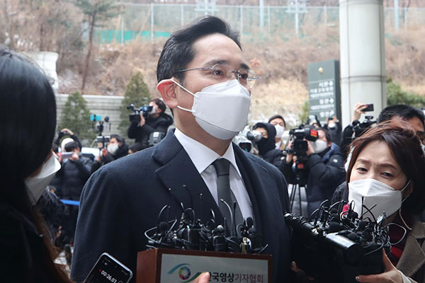 Lee Jae-yong Sent Back to Jail after Appeals Court Ruling in Bribery Retrial