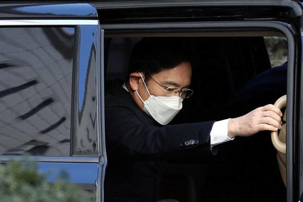 Вице-председатель Samsung Electronics приговорён к 2,5 годам тюрьмы
