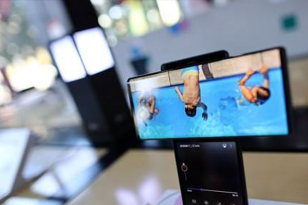 LG Electronics to Withdraw from Mobile Business after Years-long Slump