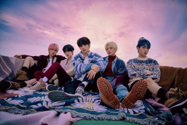 Album tiếng Nhật đầu tiên của Tomorrow X Together dẫn đầu đầu bảng xếp hạng Oricon