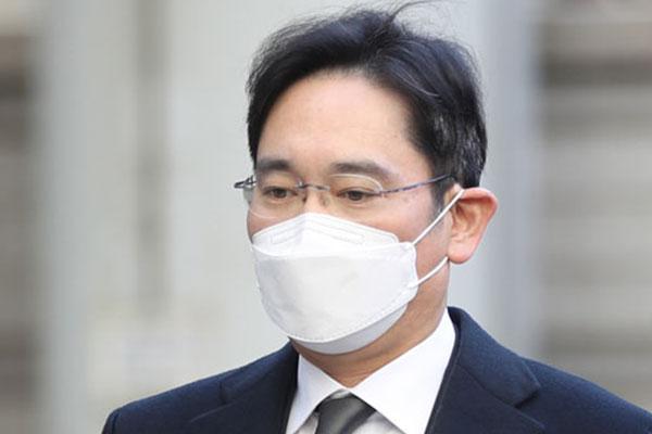 Lee Jae Yong cumplirá dos años y medio de prisión sin apelar