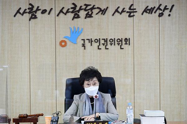 Комиссия по правам человека: Секретарь экс-мэра Сеула подвергалась сексуальным домогательствам
